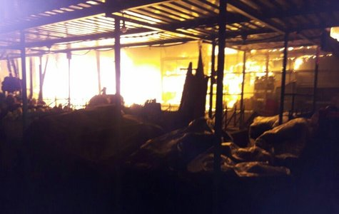 Incendio en edificio 10 del mercado Central consume 15 puestos