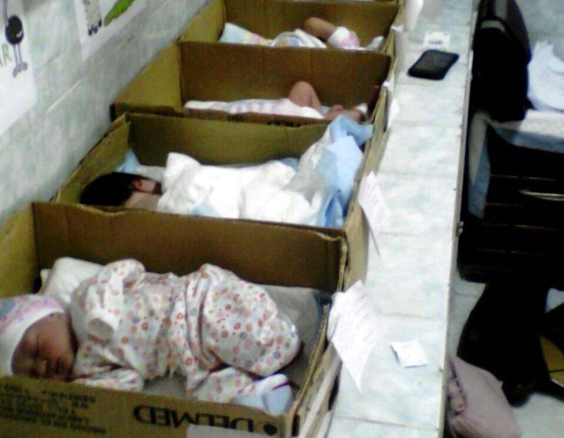 420c718a2 Los bebés fueron colocados en cajas de cartón la madrugada del 20 de  septiembre. La
