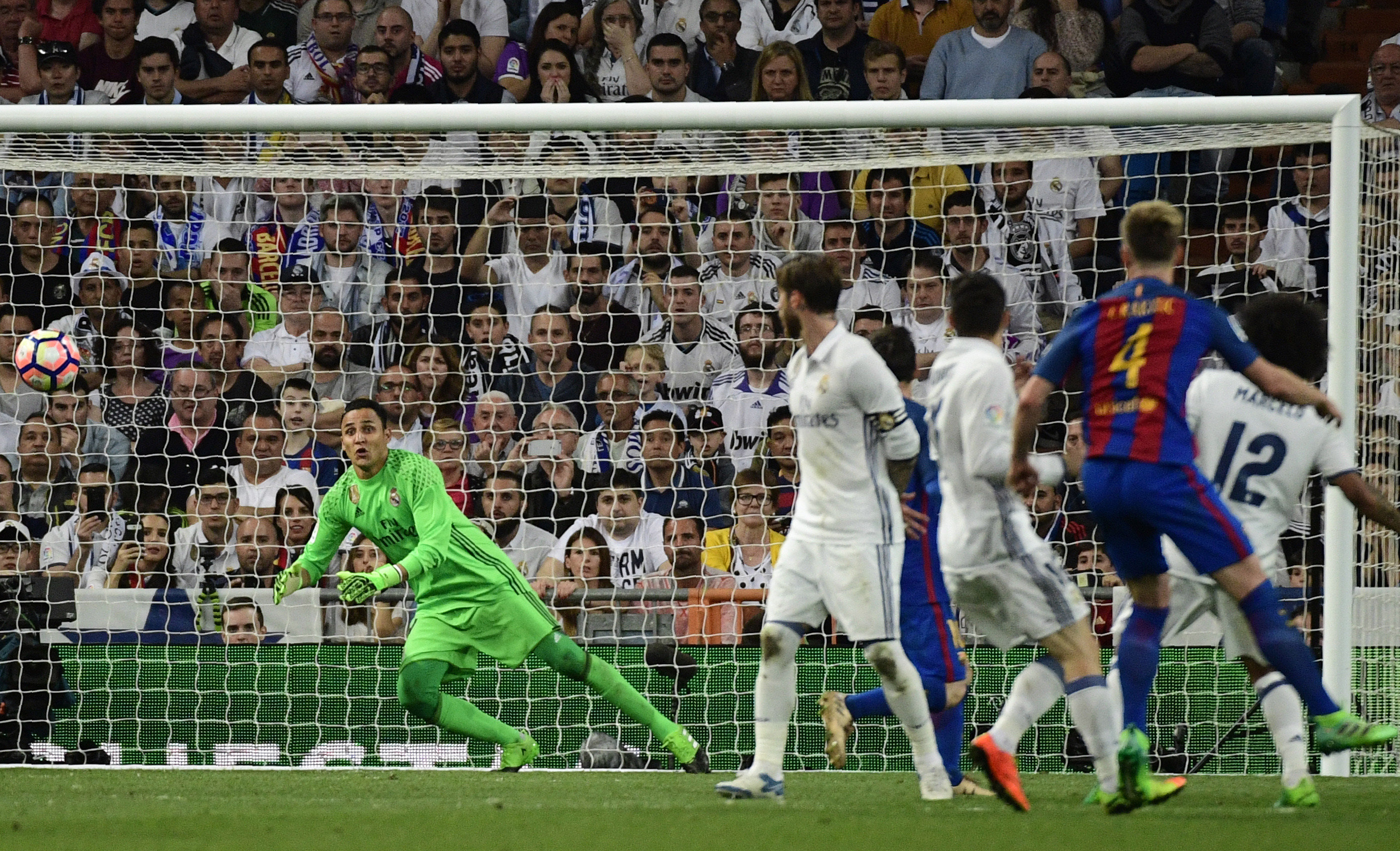 ¡HAY LIGA! BARCELONA Y MESSI GANAN 3-2 AL REAL MADRID