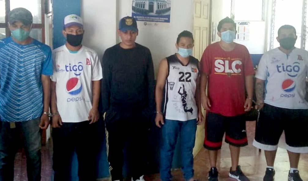 Borrachos y drogados protagonizan escándalos y son capturados en Soyapango
